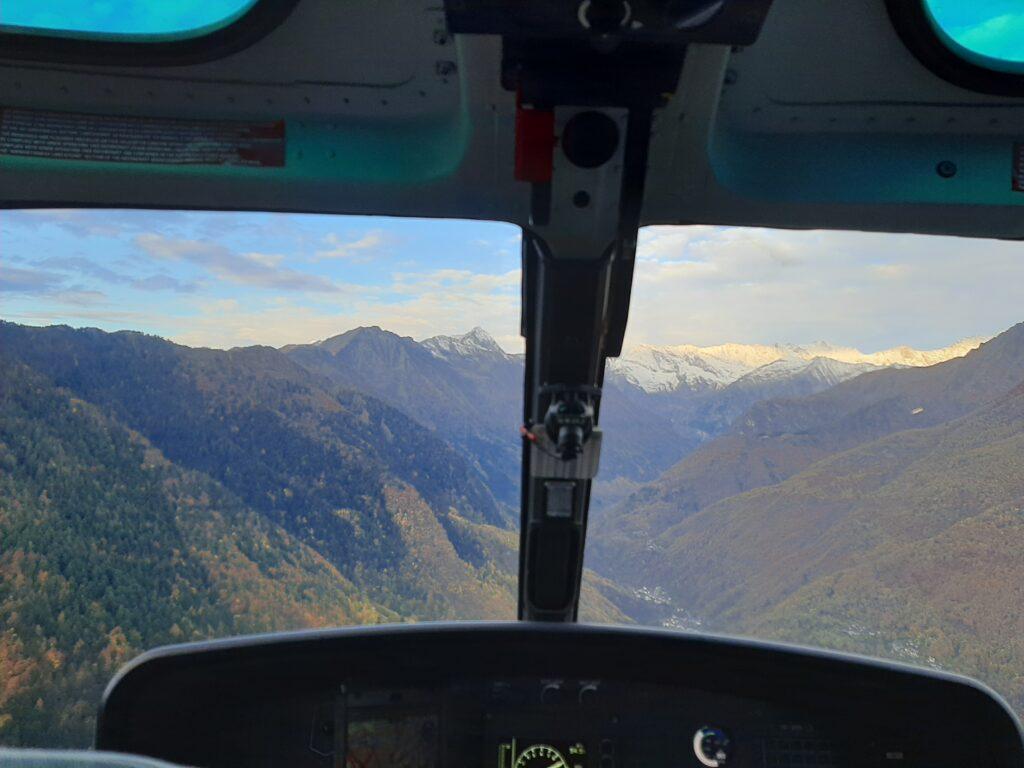 La valle antrona vista dall'elicottero