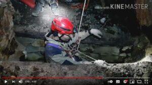 Inizio di una calata dentro la discenderia della miniera d'oro