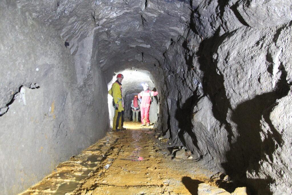 Miniera d'oro nelle profondità della valle antrona