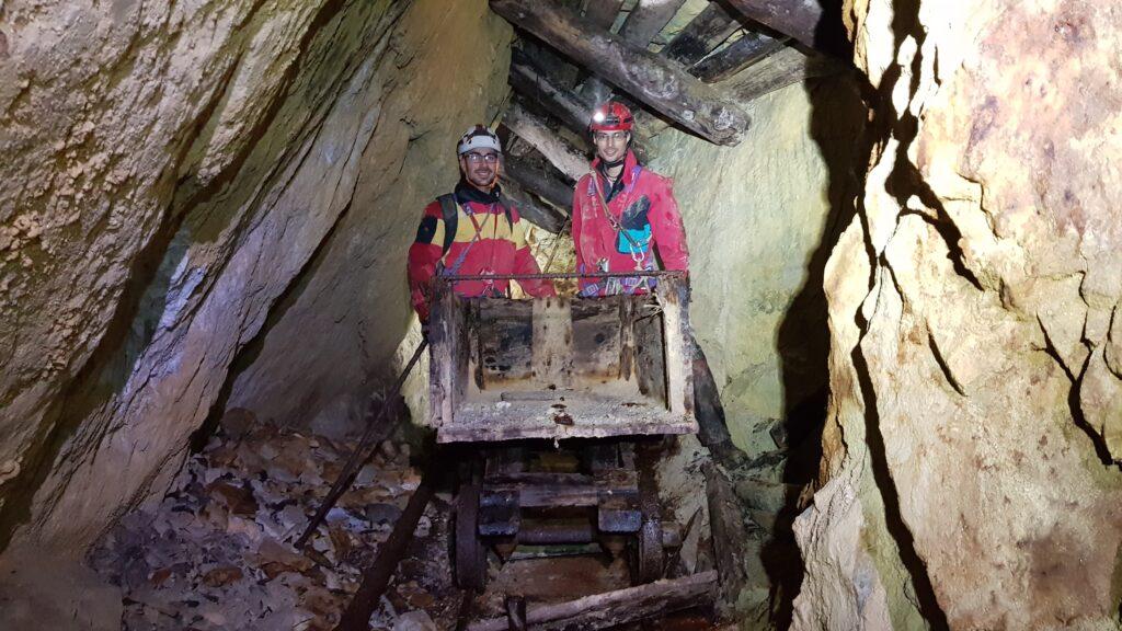 La scoperta del carrello abbandonato della miniera